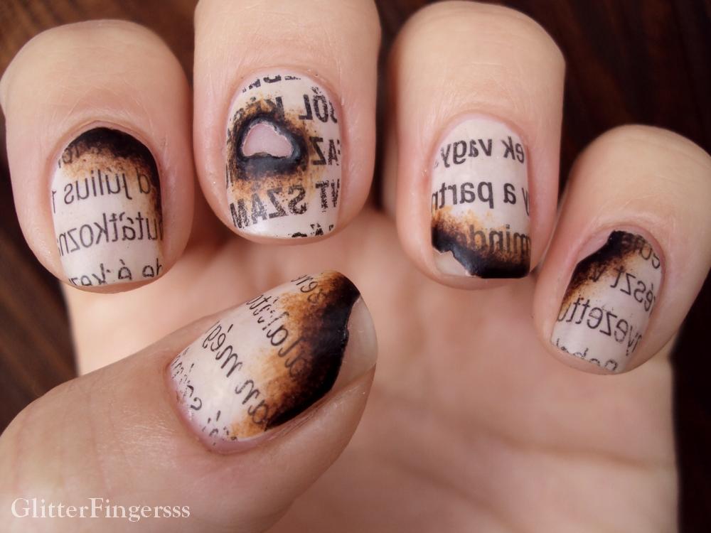 Дизайн на своих ногтях газетного маникюра